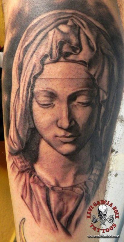 xavi garcia boix tattoo retrato realismo portrait realism tatuaje valencia diversos random pieta frontal front pieta