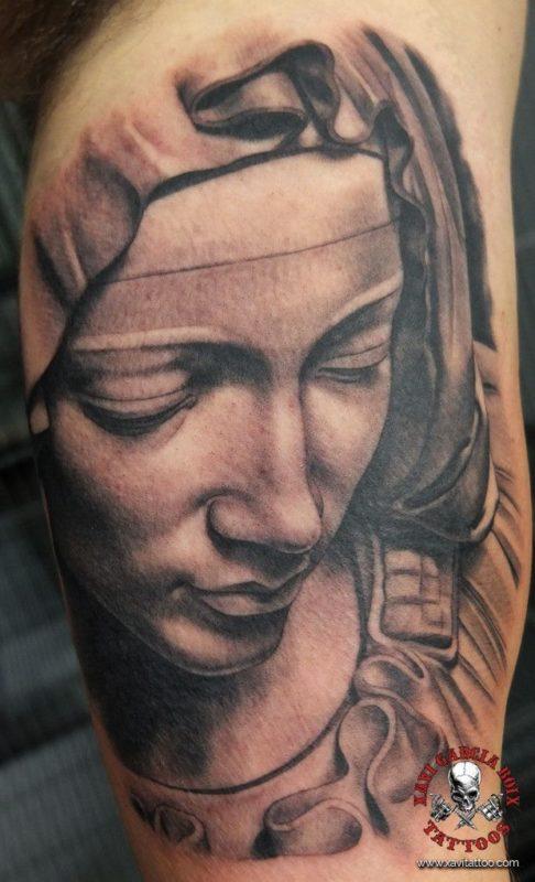 xavi garcia boix tattoo retrato realismo portrait realism tatuaje valencia diversos random pieta piedad miguel angel sculpture escultura