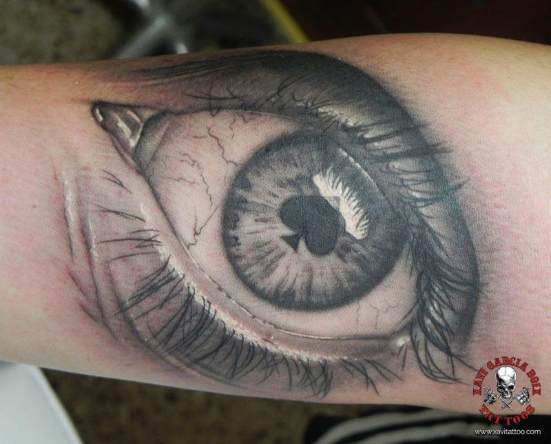xavi garcia boix tattoo retrato realismo portrait realism tatuaje valencia diversos random poker ojo eye