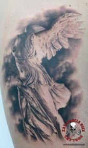 xavi garcia boix tattoo retrato realismo portrait realism tatuaje valencia diversos random samotracia sculpture escultura