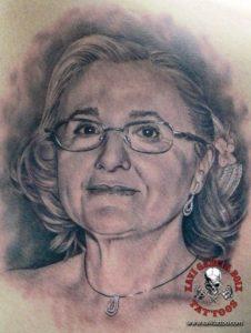 xavi garcia boix tattoo retrato realismo portrait realism tatuaje valencia familia family tatuajes madre mother 01