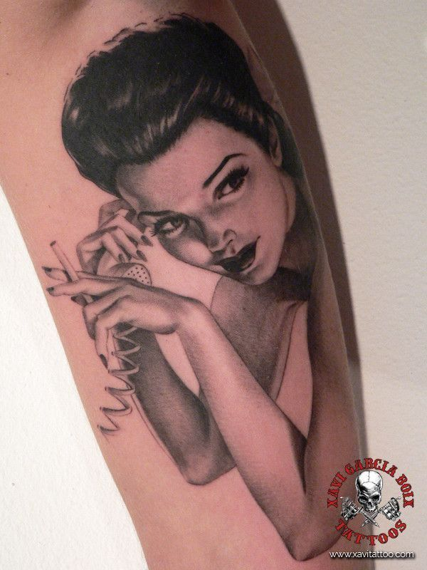 xavi garcia boix tattoo retrato realismo portrait realism tatuaje valencia pin ups girls chicas Maid Pin Up phone telefono
