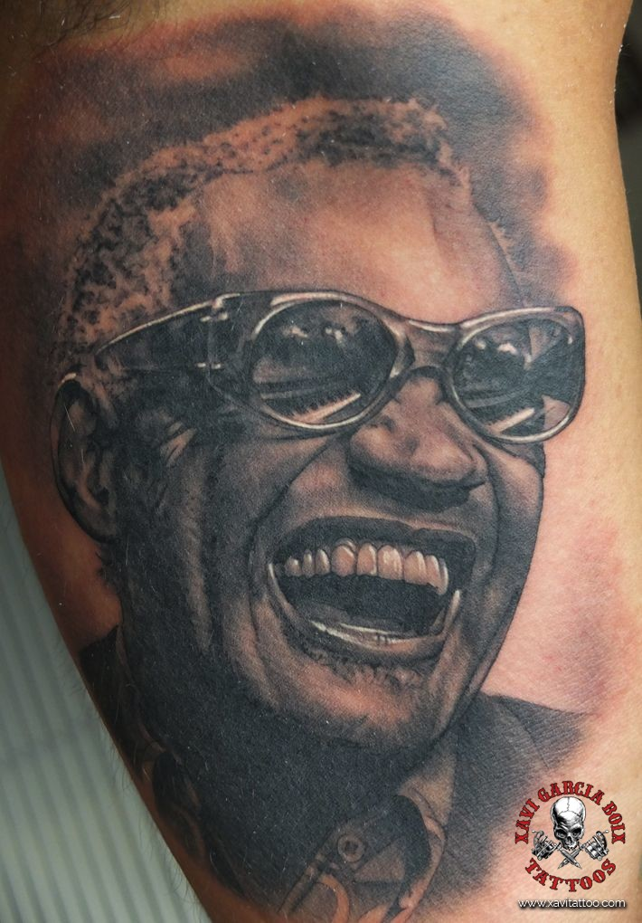 xavi garcia boix tattoo retrato realismo portrait realism tatuaje valencia tatuajes personajes famosos famous characters RAY-CHARLES-01