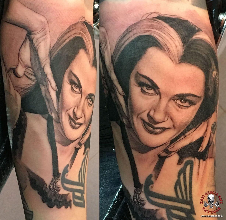 xavi garcia boix tattoo retrato realismo portrait realism tatuaje valencia tatuajes personajes famosos famous characters the munsters monsters yvonne de carlo-01